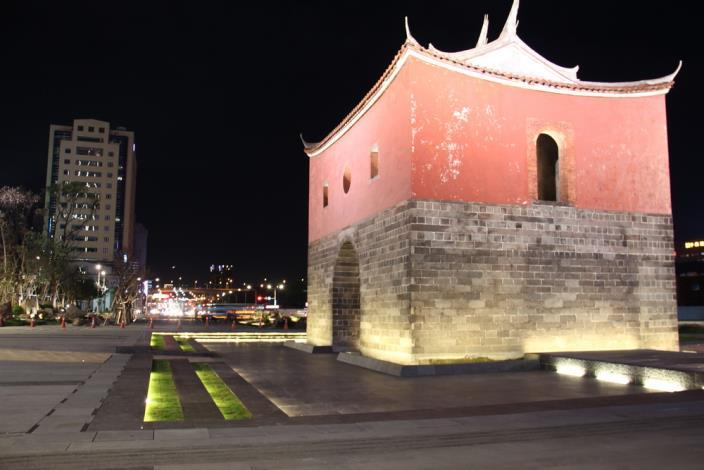 照片22.下沉式廣場使城牆木門得有起閉機會並增加廣場層次感