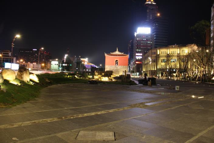 照片26.從西往東進入台北清楚見到北門及周邊台北郵局古蹟