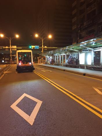 圖3:自動駕駛小巴實驗專案於信義路(雙向)公車專用道測試[開啟新連結]