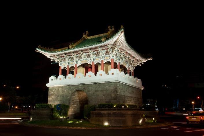 相片4-重熙門(小南門)夜間燈光[開啟新連結]