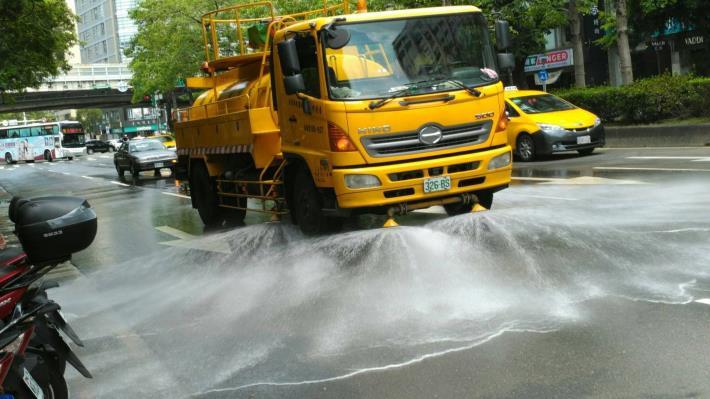 環保局道路灑水作業
