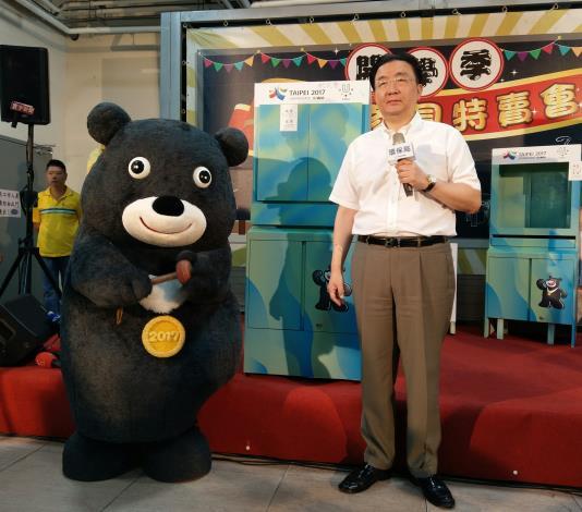 熊讚與劉局長拍賣世大運安檢櫃改裝之柯P簽名雙層櫃