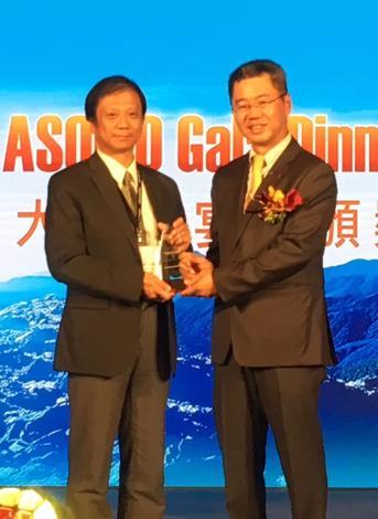 圖說:本府「pay.taipei」平台榮獲ASOCIO數位政府獎(圖左:資訊局李維斌局長)。