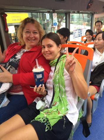 圖說:WCIT2017外賓搭乘台北市雙層觀光巴士,前往故宮、台北101等景點。[開啟新連結]