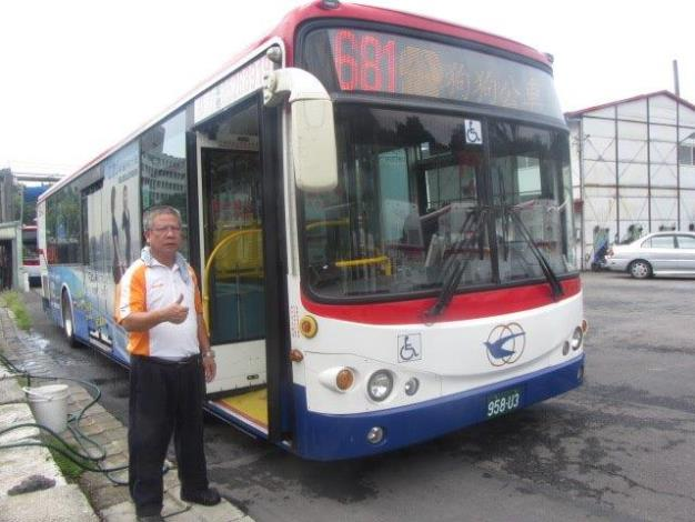 光華巴士681假日友善狗狗公車