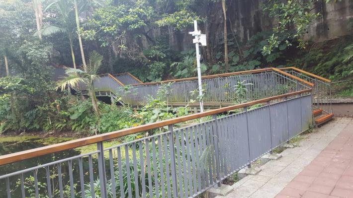圖3.請民眾賞螢時維持在木棧道上活動