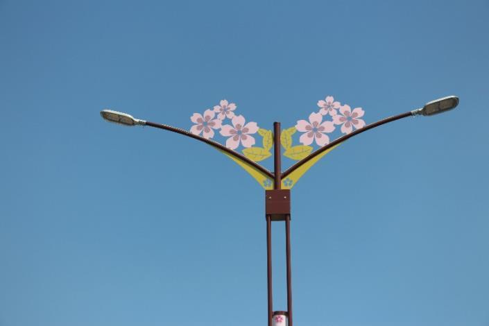 相片2-大業路櫻花路燈燈桿上段造型
