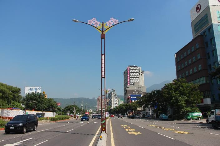 相片1-大業路櫻花路燈燈桿