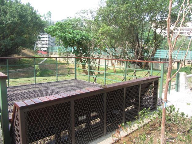 跨橋平台,大家可在此休憩眺望園區風景。