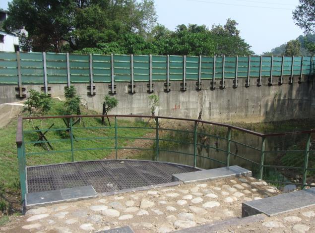 濱水平台,可體驗與跨橋平台不同的「親水」景緻。