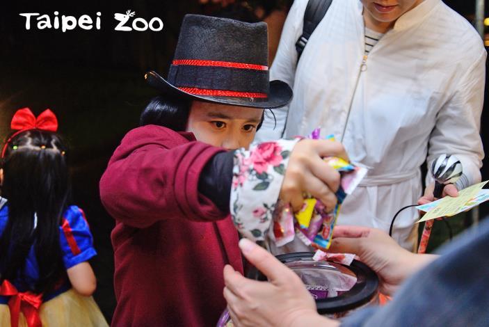 動物園萬聖節「糖果一把抓」活動