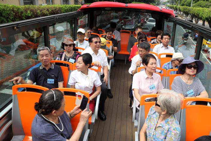 銀髮族搭乘觀光巴士記者會[開啟新連結]