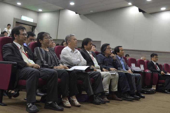 圖2 林欽榮副市長、臺北市政府各局處長官,學業界專家及民眾共同參予論壇討論[開啟新連結]
