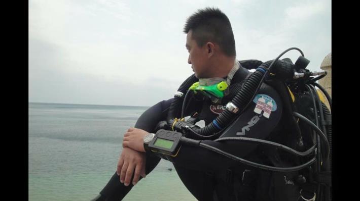 圖2. 葉先生創業經營潛水休憩事業出海照。[另開新視窗]