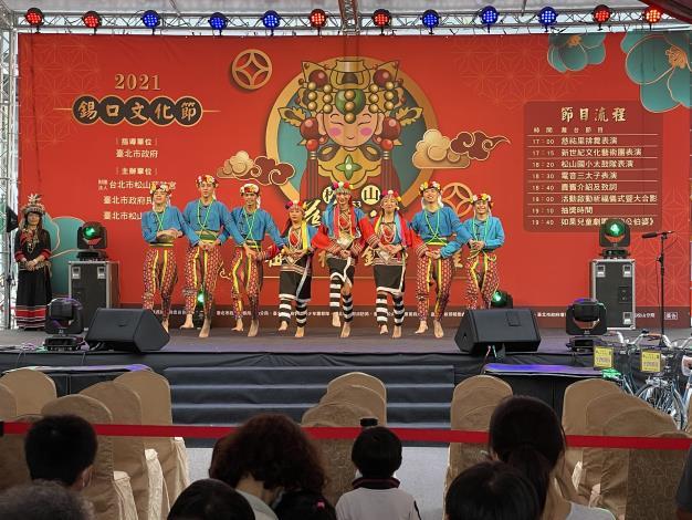 新世紀原民團表演