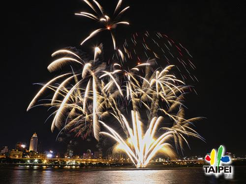 105 Dadaocheng Fireworks 01
