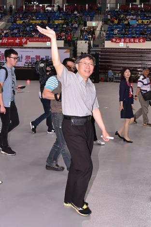 參觀臺北市學生樂儀旗舞觀摩表演活動 柯文哲:盼教育局擴展表演項目讓更多學校參與、成為臺北市特殊文化活動