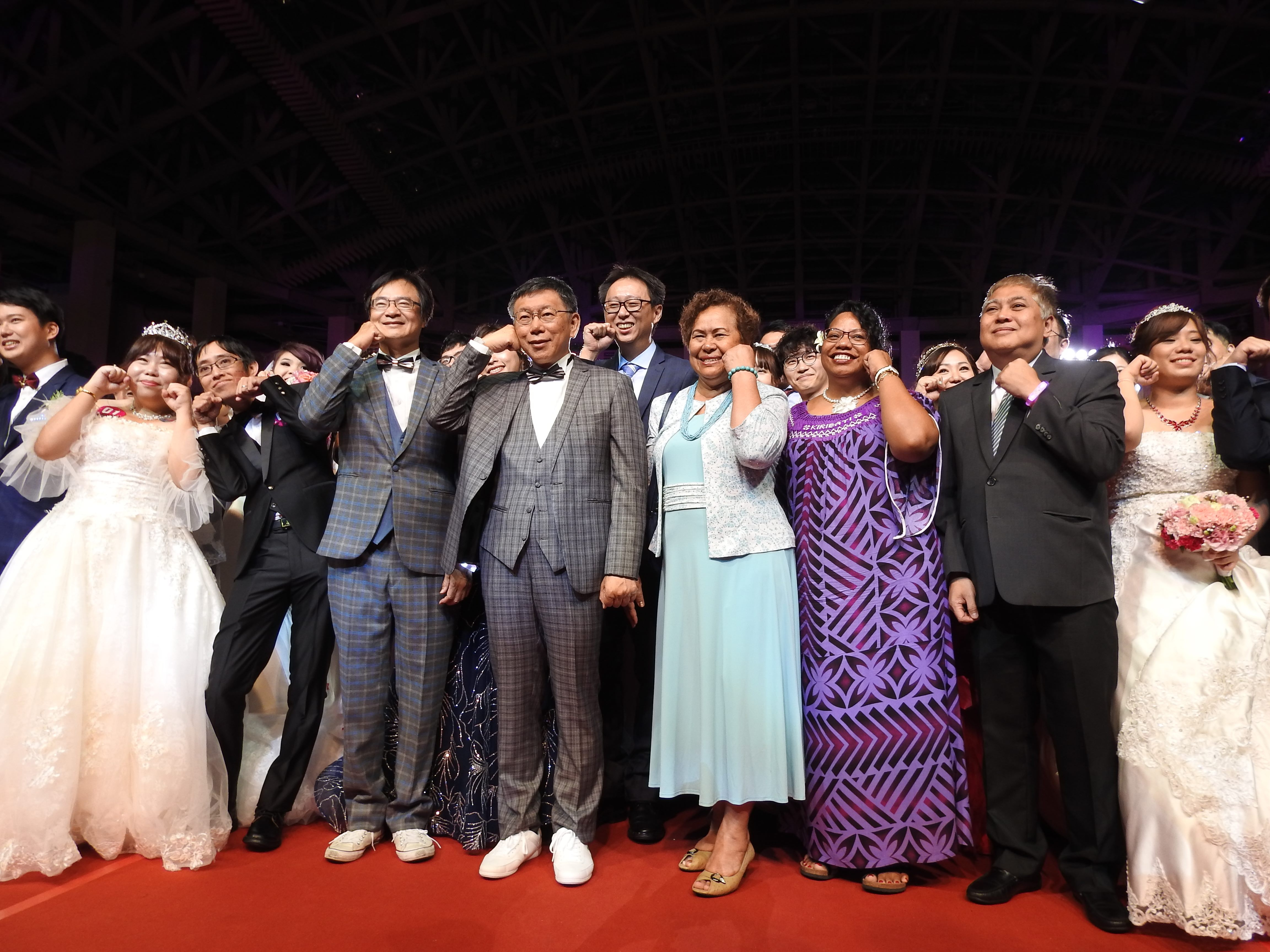 1071007柯市長、帛琉歐克麗大使、吉里巴斯藍黛西大使、馬尼拉經濟文化辦事處副代表Carlo_L._Aquino出席臺北市聯合婚禮