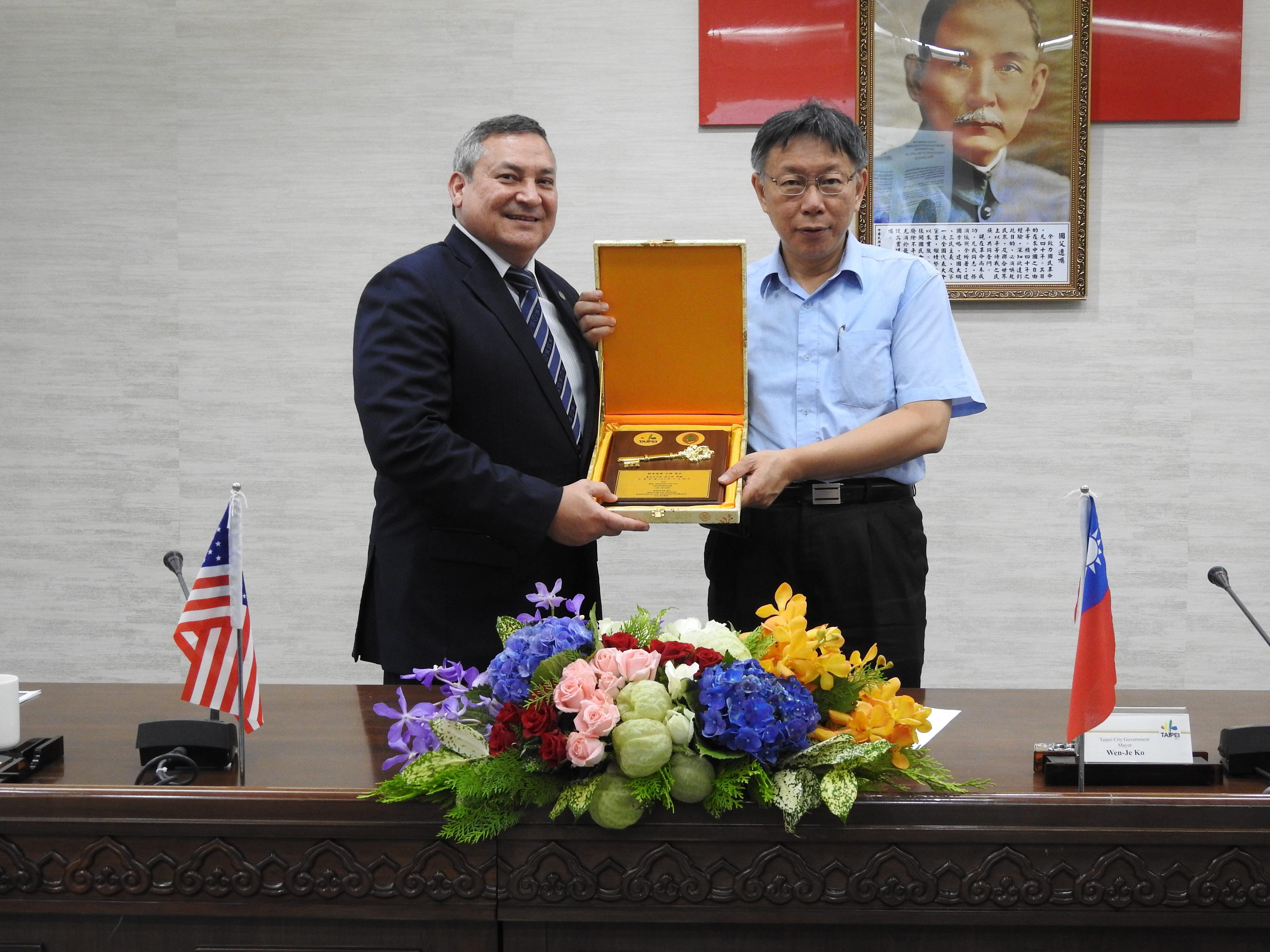 1070730_美國關島總督卡佛拜會暨簽署儀式