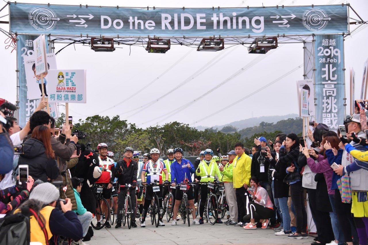 1080228_柯文哲市長挑戰一日北高騎腳踏車