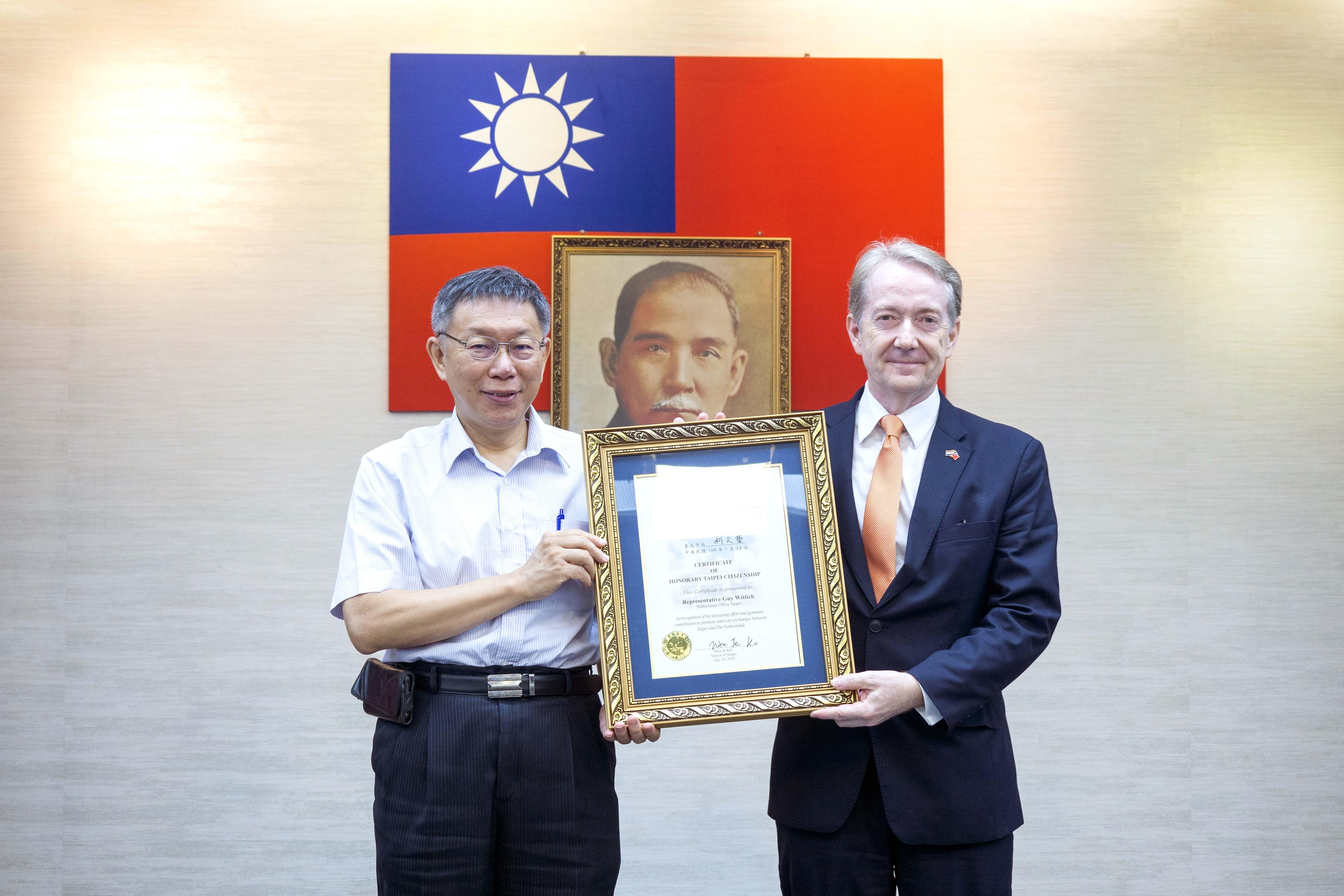 1090714_市長頒贈「臺北市榮譽市民狀」予荷蘭在台辦事處代表紀維德