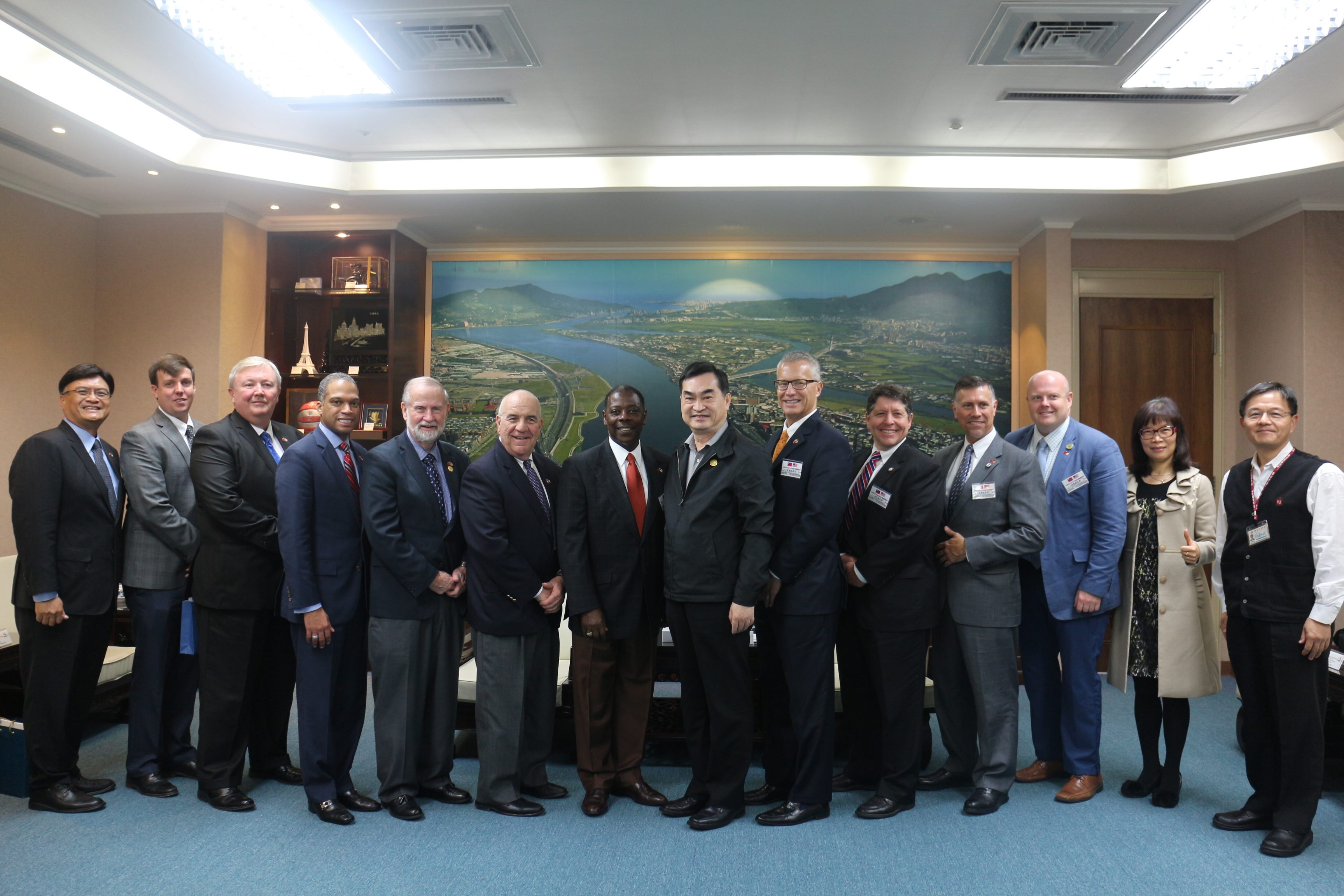 Delegates from the U.S. Mid-Atlantic States legislative leaders pay a courtesy call to Deputy Mayor Deng.
