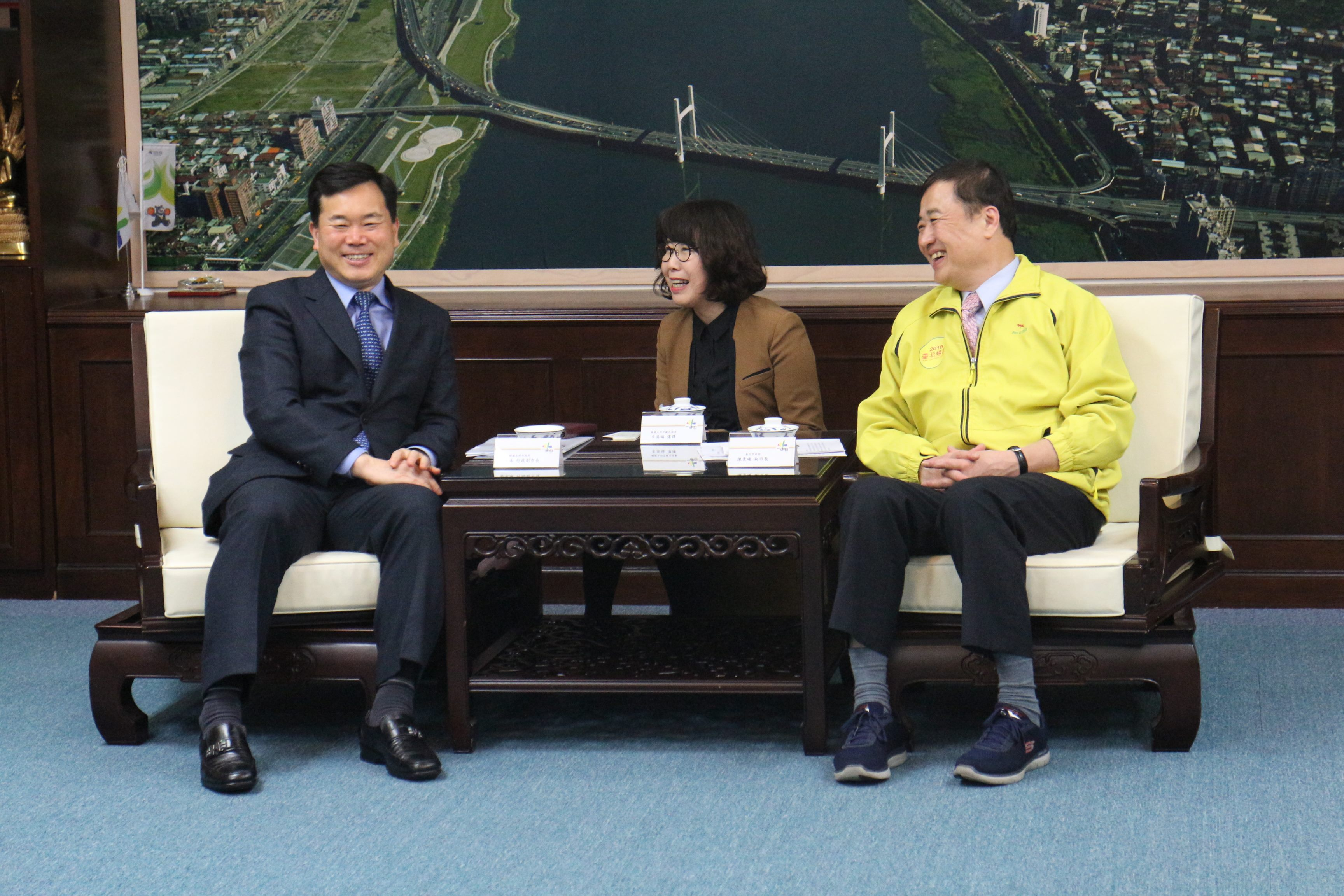Delegates from Kim Seung Soo, Deputy Mayor of Daegu City, Korea, pay a courtesy call to Deputy Mayor Chen.
