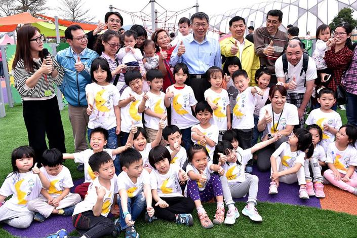 Mayor Ko attending the opening ceremony of the playground.