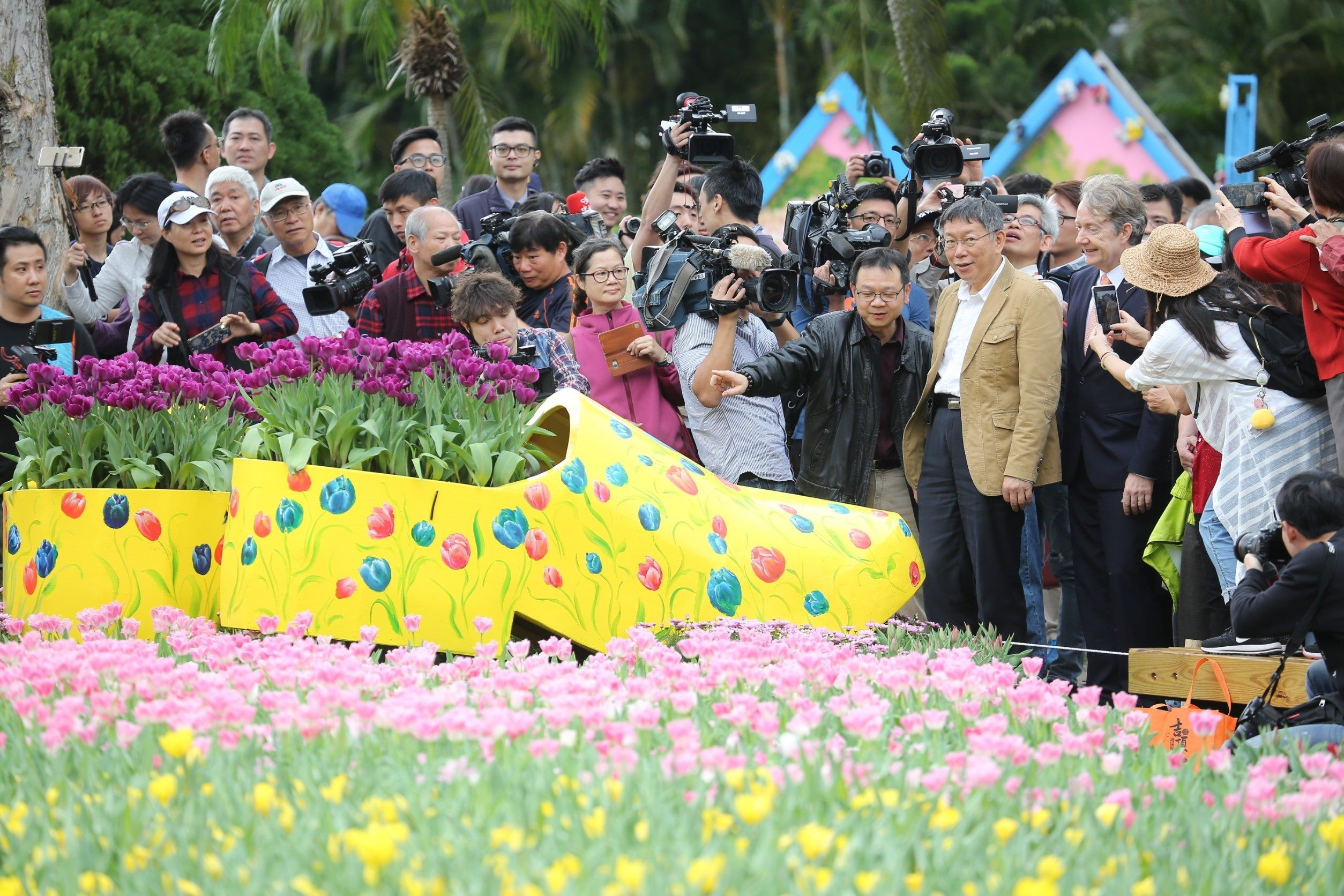 1080221_Mayor Ko attending the Tulip Festival.