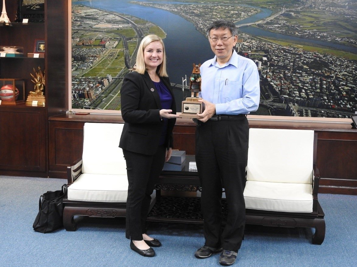 1081028_Mayor Ko received Mayor Kate Gallego of Phoenix City, United States
