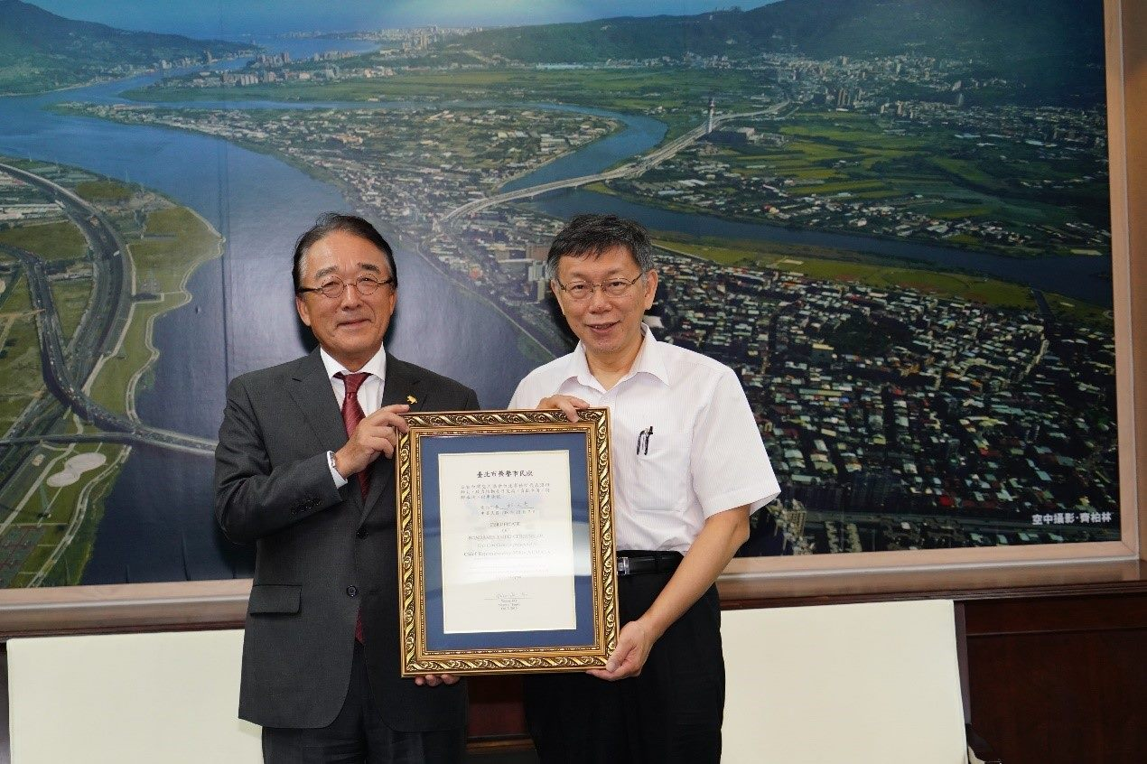 1081129_Mayor Ko awarded Honorary Citizen Certificate to Numata Mikio, representative of the Japan–Taiwan Exchange Association