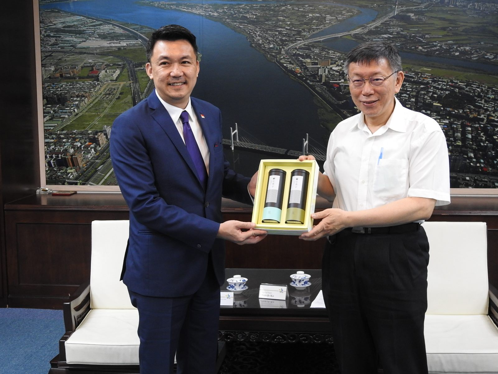 1090526_ Representative of Singapore Trade Office in Taipei Mr. Yip, Wei Kiat Visited Mayor Ko.