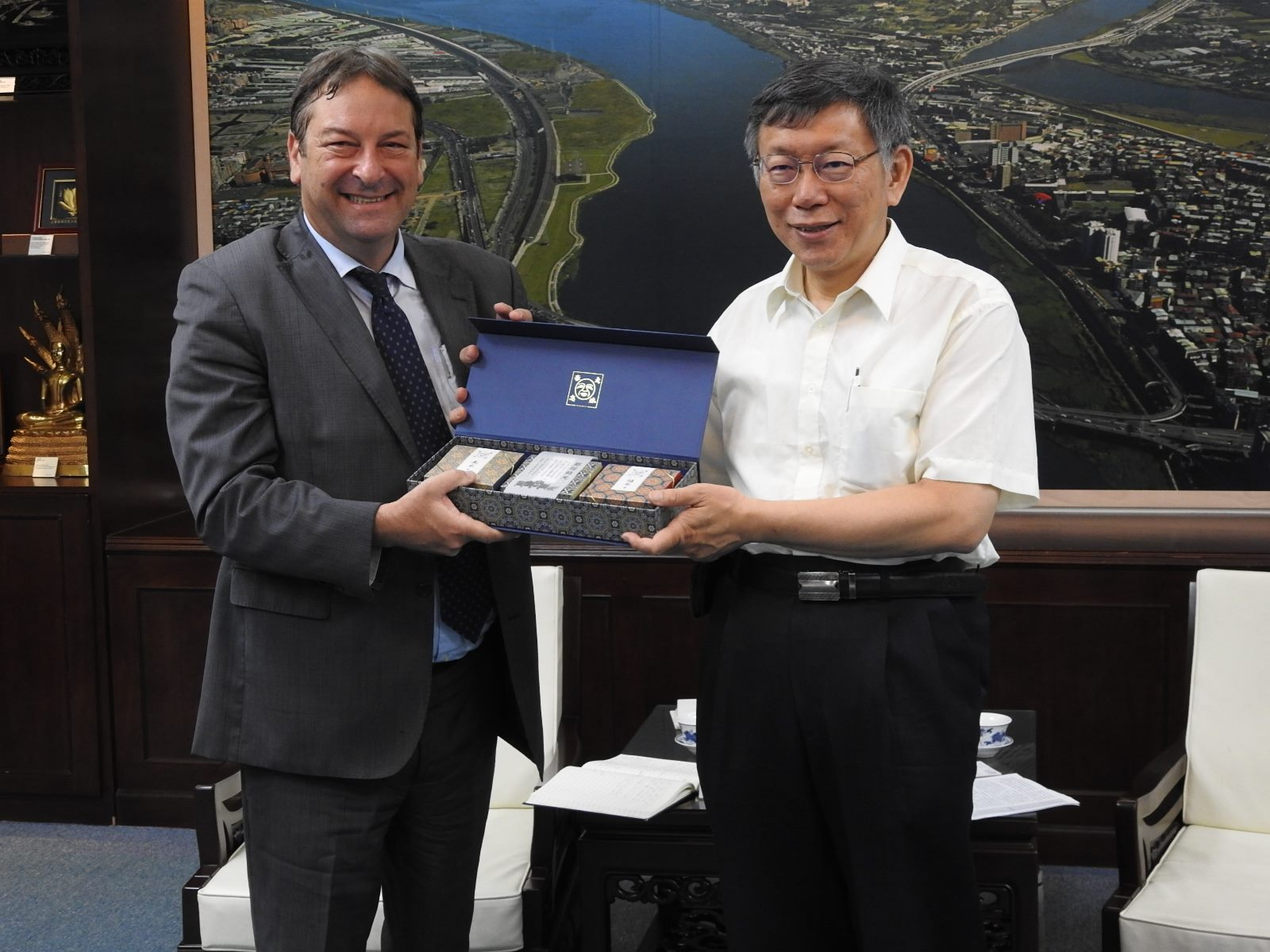 1090701_Representative of Israel Economic and Cultural Office in Taipei Mr. Omer Caspi Visited Mayor Ko.