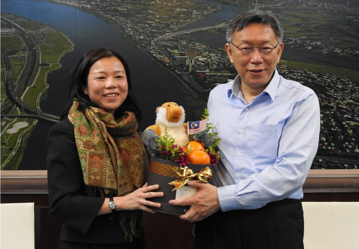 1100204_Rep. Sharon Ho of Malaysian Friendship and Trade Centre visited Mayor Ko