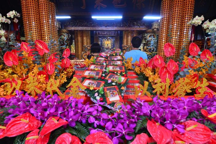 今日城隍廟舉辦107年度第一次大型超渡法會-即以平安米裝飾供桌.JPG[開啟新連結]