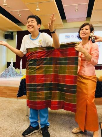 16.體驗一下泰國多樣化的穿衣方式[開啟新連結]