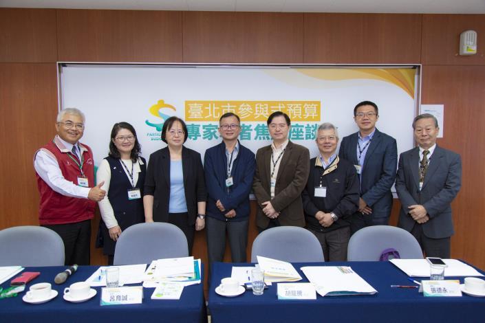 1071113臺北市參與式預算專家學者焦點座談會-合照[開啟新連結]