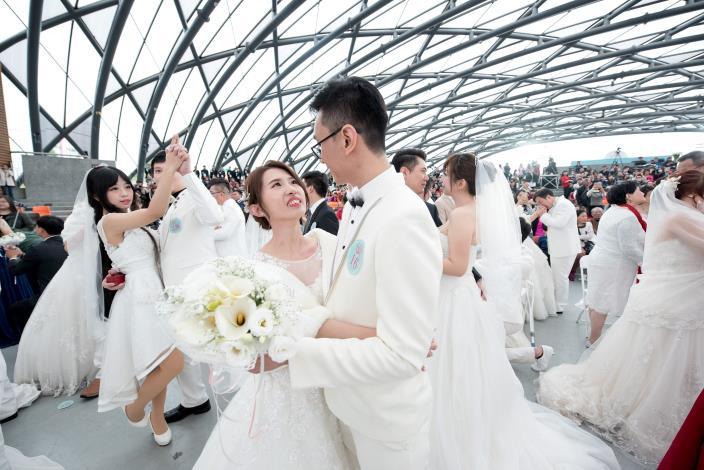 臺北市第218場聯合婚禮-新人集體完成假人挑戰