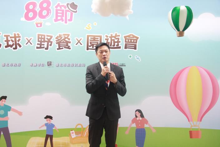 1111人力銀行發言人李大華先生說明調查結果.JPG