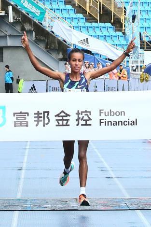 馬拉松女子組由衣索匹亞的Askale Merachi Wegi以2小時28分31秒奪冠,可惜未破女子組2小時27分36秒紀錄