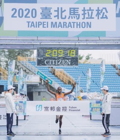 肯亞選手Paul Kipchumba Lonyangata以2小時09分18秒打破2016年大會紀錄2小時09分59秒奪得冠軍
