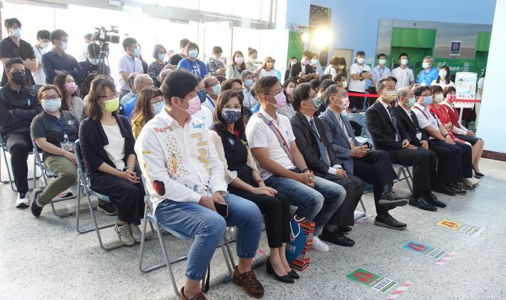 蔡副市長等與會貴賓一同出席揭牌儀式