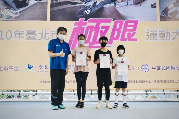 蔡培林副局長頒獎兒童組選手3