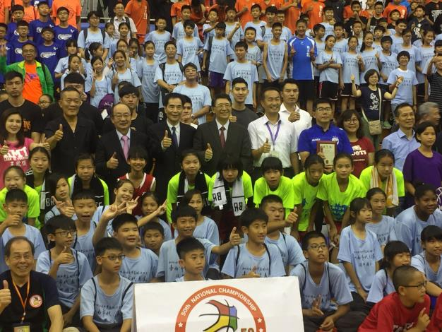 第50屆全國少年籃球錦標賽開幕典禮團體照[開啟新連結]