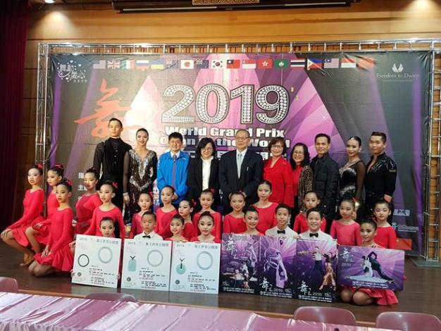 2018舞王世界公開賽記者會-指導單位教育部體育署、主辦單位臺北市政府體育局、台灣體育運動舞蹈發展協會及表演團隊[開啟新連結]