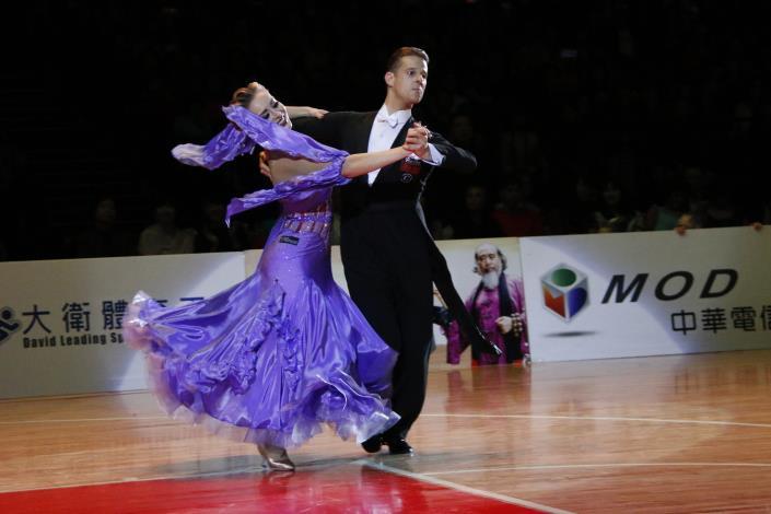 職業摩登冠軍-代表西班牙的Diego Arias Prado 及 Ekaterina Ermolina[開啟新連結]