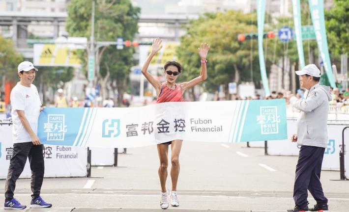 半程馬拉松組女子冠軍-傅淑萍