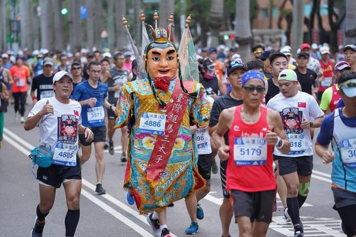 超馬三太子也來參加臺北馬拉松