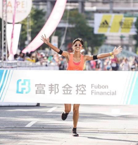繼2017臺北馬拉松那下冠軍後,在本(2019)屆臺北馬拉松再度拿下馬拉松組國內女子冠軍-朱盈穎