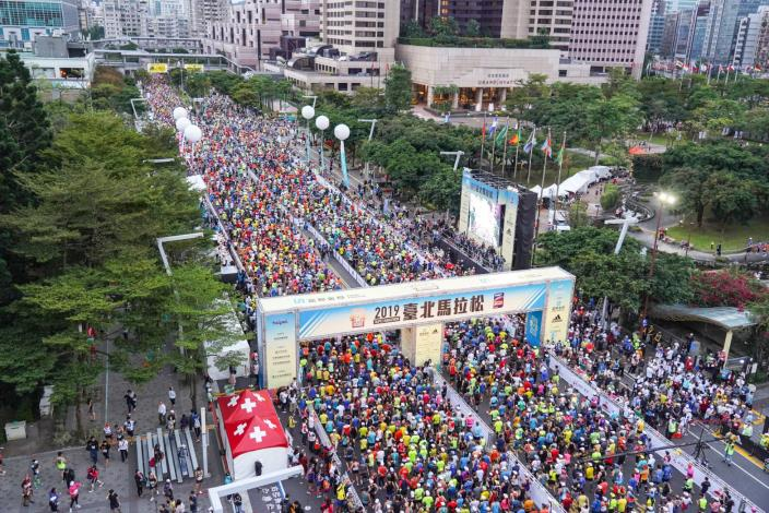 2019臺北馬拉松2萬8,000位選手盛大鳴槍起跑